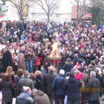 kozan.gr: Με το πέρας της παρέλασης, άναψε από τον δήμαρχο Λ. Ιωαννίδη, ο φανός στην κεντρική πλατεία της Κοζάνης (Βίντεο)