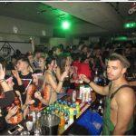 kozan.gr: Φωτογραφίες & βίντεο από πολλά cafe-bars της Κοζάνης, το βράδυ του Σαββάτου 17/2, της Μεγάλης Αποκριάς, μέσα από την κάμερα του oups.gr