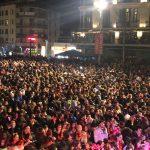 kozan.gr: Εντυπωσιακή έναρξη για το πάρτι Νεολαίας 2018 – Πυροτεχνήματα, χορός και πολύ κέφι στη γεμάτη από κόσμο κεντρική πλατεία της Κοζάνης (Βίντεο 8′)