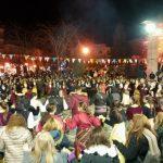 kozan.gr: Περισσότεροι από 100 χορευτές, 15 καλλιτέχνες της Ποντιακής μουσικής και πλήθος κόσμου γέμισε την κεντρική πλατεία της Πτολεμαΐδας, το βράδυ της Παρασκευής 16/2 (Φωτογραφίες & Bίντεο 9′)