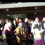 kozan.gr: Κεντρική πλατεία Κοζάνης: Σκόρπισε γέλιο το μονόπρακτο «Τα παρταλόπλα έχ΄ν πέρπιρα», από το φανό Αγίου Δημητρίου, το βράδυ της Δευτέρας 12/2 (Βίντεο 15′)