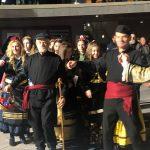 kozan.gr: Κεντρική Πλατεία Koζάνης: Η παρουσίαση του φανού Αγίου Αθανασίου – Χορευτικά & Φανός, το βράδυ της Δευτέρας 12/2 (Φωτογραφίες & Βίντεο)