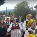 kozan.gr: Kήπος Kοζάνης: Oι Λαζαρίνες τήρησαν το έθιμο γυρνώντας όλα τα σπίτια του χωριού και τραγουδώντας (Βίντεο)