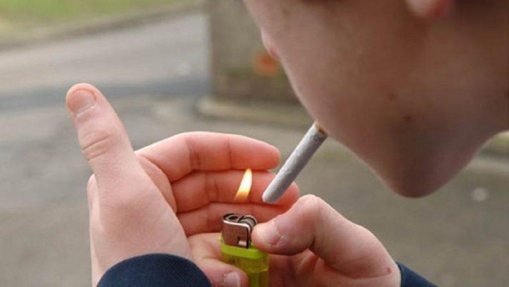 βγαίνω με μια γυναίκα που καπνίζει βιετς