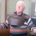 kozan.gr:  Στο δημαρχείο Εορδαίας, με κουδούνες κρεμασμένες πάνω του, ο Βλατσιώτης, Κωστας Γαλάνος (Βίντεο)