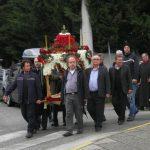 Πλήθος πιστών στην έξοδο του ιερού Επιταφίου στον Ι. Κοιμητηρ. ναό Αγίου Γεωργίου Κοζάνης, το απόγευμα της Μ. Παρασκευής (Φωτογραφίες & Βίντεο)