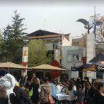 kozan.gr: Κεντρική Πλατεία Πτολεμαΐδας: Έβαψαν το πασχαλινό αβγό ύψους 2 μέτρων και 10 εκατοστών (Βίντεο & Φωτογραφίες)