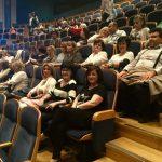 Το Κοινωνικό Πανεπιστήμιο Ενεργών Πολιτών Κοζάνης και ο Σύλλογος Γυναικών Κοζάνης παρακολούθησαν χθες στο Μέγαρο Μουσικής Θεσσαλονίκης την παράσταση «Η Μεγάλη Χίμαιρα»  (Φωτογραφίες)