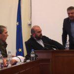 kozan.gr: Χαμός στη συνεδρίαση του δημοτικού συμβουλίου Γρεβενών – Σφοδρή αντιπαράθεση, με χαρακτηρισμούς και αλληλοκατηγορίες, μεταξύ του δημάρχου Γ. Δασταμάνη και του ανεξάρτητου δημοτικού συμβούλου Γ. Παπαδόπουλου (Βίντεο)