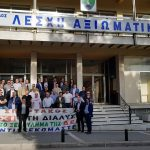 kozan.gr: Συνδικαλιστές του Σπάρτακου βρέθηκαν έξω από τη Λέσχη Αξιωματικών Κοζάνης, παρά την αναβολή της εκδήλωσης του ΣΥΡΙΖΑ με ομιλητή τον Γ. Ντζιμάνη (Βίντεο)