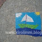 """Ξηρολιμνη Kοζάνης: Η ευρηματικότητα των παιδιών οδήγησε στην κατασκευή ενός εντυπωσιακού """"ψηφιδωτού"""" από πλαστικά καπάκια"""
