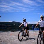 Κέρδισε τις πρώτες θετικές εντυπώσεις, ήδη από την πρώτη εβδομάδα λειτουργίας του, ο θεσμός τηςαστυνόμευσης με ποδήλατα στην Καστοριά (Bίντεο)