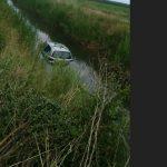 kozan.gr: Κοζάνη: Είχαν Άγιο – Το αυτοκίνητό τους κατέληξε στο κανάλι του Σούλου (Φωτογραφία)