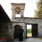 Πανηγυρίζουν τα δύο ιστορικά Μοναστήρια: Αγίας Τριάδος Ιλαρίωνος (Λαριούς)  και Αγίας Τριάδος Βελβεντού, της Ιεράς Μητροπόλεως Σερβίων και Κοζάνης (του παπαδάσκαλου Κωνσταντίνου Ι. Κώστα)