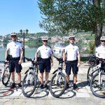 Επεκτάθηκε και στην πόλη της Καστοριάς ο επιτυχημένος θεσμός της αστυνόμευσης με ποδήλατα (Φωτογραφίες)