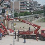 kozan.gr: Πτολεμαΐδα: Βίντεο & φωτογραφίες από τις εργασίες τοποθέτησης νέων σηματοδοτών (φαναριών) στη διασταύρωση των οδών  25ης Μαρτίου & Διοικητηρίου, μπροστά από το δημαρχείο Εορδαίας