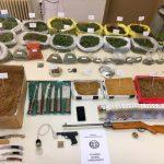 Συνελήφθησαν δύο άτομα σε περιοχή της Πτολεμαΐδας για διακίνηση και καλλιέργεια ναρκωτικών, καθώς και για παραβάσεις των νόμων περί όπλων και λαθρεμπορίας (Φωτογραφίες)