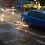 kozan.gr: Παρά τη σφοδρή καταιγίδα, χωρίς προβλήματα η κίνηση στους κεντρικούς δρόμους της Κοζάνης (Βίντεο)