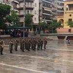kozan.gr: Υπό βροχή η καθιερωμένη υποστολή της σημαίας στην κεντρική πλατεία της Κοζάνης (Βίντεο)