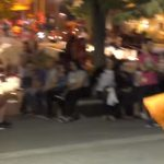 kozan.gr: Μαξιλαροπόλεμος, με αγνώστους, στην Κοζάνη – Η φάρσα από την Astathios Team στην κεντρική πλατεία της πόλης (Βίντεο)