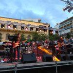 kozan.gr: Ώρα 21:00: Με τον τραγουδιστή Δημήτρη Γαύρο, ξεκίνησε η συναυλία στην κεντρική πλατεία Κοζάνης και θα κορυφωθεί με τους Πάνο Κατσιμίχα και Βασίλη Καζούλη (Βίντεο)
