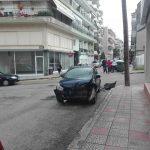 kozan.gr: Τροχαίο ατύχημα, με πλαγιομετωπική σύγκρουση δύο οχημάτων και ΠΑΛΙ στη συμβολή των οδών Σμύρνης με Πανόρμου στην Κοζάνη (Φωτογραφίες)