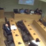 "kozan.gr: Ένταση και διακοπή στο δημοτικό συμβούλιο Κοζάνης, το βράδυ της Τετάρτης 27/6 – ""Είμαι δημοτική σύμβουλος με 1800 σταυρούς και όχι 200"" απάντησε η Ε. Κουϊμτζίδου όταν ο Πρόεδρος Α. Κύρινας της έκανε παρατήρηση, λέγοντάς της ""ποια είστε;"" – Υψηλοί τόνοι και προειδοποιήσεις, για μηνύσεις, από τον Κώστα Κυριακίδη, σε  υπονοούμενα κι ειρωνείες του δημάρχου, όπως τα χαρακτήρισε (Βίντεο)"