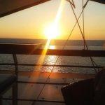 Σαν το φως μέσα από την χαραμάδα… (Γράφει η Δήμητρα Ν. Παπανικολάου)