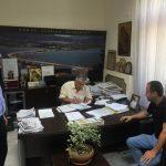 Δήμος Σερβίων – Βελβεντού: Υπογραφή σύμβασης για κατασκευή πεζοδρομίου σε επαρχιακή οδό Βαθυλάκκου – Ροδίτη (Βίντεο)
