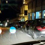 kozan.gr: Πάρκαραν σε σημείο που δεν έπρεπε με αποτέλεσμα να κλείσουν την πρόσβαση από την οδό Τακιατζήδων προς την πλατεία Λασσάνη