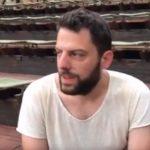 """kozan.gr: O σκηνοθέτης του θεατρικού ντοκιμαντέρ""""No Future!"""",Παντελή Φλατσούσης, μιλά για την αυριανή παράσταση στο Υπαίθριο Δημοτικό Θέατρο Κοζάνης (Bίντεο)"""