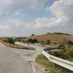 Αντικαταστάθηκαν οι προστατευτικές μπάρες στη διασταύρωση Καισαρειάς – Αιανής, 17 μήνες μετά το τροχαίο που προκάλεσε το πρόβλημα