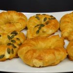 H πρόταση της εβδομάδας από το πετυχημένο μαγειρικό site «foodaholics»: Τυροπιτάκια χωρίς χρήση πλάστη