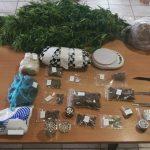Σε συνεργασία με αστυνομικούς της Ομάδας Δίωξης Ναρκωτικών, του Τμήματος Ασφαλείας Κοζάνης, αστυνομικοί  του Τμήματος Ασφαλείας Λαμίας, συνέλαβαν  35χρονο  στη Λαμία, κατηγορούμενος για καλλιέργεια και κατοχή ναρκωτικών, καθώς και παράβαση του νόμου περί όπλων (Φωτογραφίες)