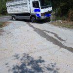 kozan.gr: Τροχαίο ατύχημα, με σύγκρουση Ι.Χ. αυτοκινήτου με φορτηγό, στο κεντρικό δρόμο στην πίσω πλευρά του δάσους Κουρί στην Κοζάνη (Φωτογραφία)