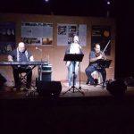 kozan.gr: Αιανή: Mε την Καλλιόπη Βέττα και τον Γιάννη Κ. Ιωάννου απόλαυσαν την Αυγουστιάτικη Πανσέληνο (Φωτογραφίες & Βίντεο)