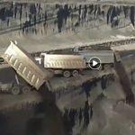 kozan.gr: Σοκαριστικό βίντεο από το Περιφερειακό Συνδικάτο Χειριστών που δείχνει πως γίνεται η απόθεση, από φορτηγά, σε πρανές 15 μέτρων στο Ορυχείο Καρδιάς της ΔΕΗ (Βίντεο)