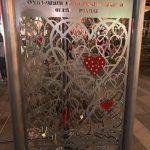 kozan.gr: Στήθηκε, στην κεντρική πλατεία Κοζάνης, το βράδυ της Πέμπτης 27/9, ο «Τοίχος των Ερωτευμένων» (Φωτογραφίες)