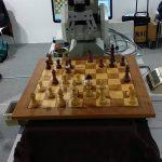 kozan.gr: Εντυπωσιάζει, στην ΔΕΘ, το ρομπότ του Πανεπιστημίου Δ. Μακεδονίας, που παίζει σκάκι (Βίντεο)