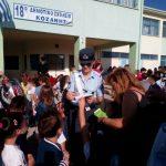 Ενημερωτικά φυλλάδια διανεμήθηκαν σήμερα από τροχονόμους σε μαθητές Δημοτικών Σχολείων και γονείς σε περιοχές της Δυτικής Μακεδονίας (Φωτογραφίες)