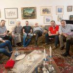 Νέοι ψάλτες (μεταξύ των οποίων και ο Πάρης Γκούνας από την Αιανή Κοζάνης) επισκέφτηκαν το δάσκαλο και άρχοντα πρωτοψάλτη Χαρίλαο Ταλιαδώρο.  (του παπαδάσκαλου Κωνσταντίνου Ι. Κώστα)