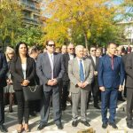 kozan.gr: Ώρα 11:50 π.μ.: Η επιμνημόσυνη δέηση, δηλώσεις πολιτικών κι η κατάθεση στεφάνων στο Μνημείο Πεσόντων στην Κεντρική Πλατεία Πτολεμαΐδας, με αφορμή την επέτειο απελευθέρωσης της πόλης από τους Τούρκους (Βίντεο & Φωτογραφίες)