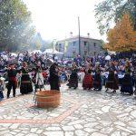 kozan.gr: Mε το παραδοσιακό πάτημα των σταφυλιών και με τραγούδια από χορευτικά της περιοχής πραγματοποιήθηκε την Κυριακή 7 Οκτωβρίου στο Αγίασμα του Δήμου Βοΐου η 18η γιορτή κρασιού