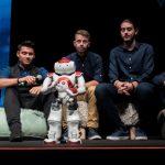 Η EOS The Robot μαζί με την ομάδα Hyperion Robotics από το Πανεπιστήμιο Δυτικής Μακεδονίας τράβηξαν τα βλέμματα στο συνέδριο καινοτομίας «Disrupt Greece» (Βίντεο)