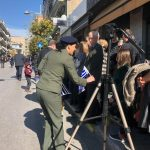 kozan.gr: Κοζάνη: Στρατιωτικοί μοίρασαν σημαιάκια σε παιδιά, λίγο πριν την παρέλαση για την Εθνική Επέτειο της 28ης Οκτωβρίου  (Φωτογραφίες)