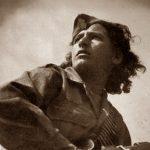 Έφυγε» από τη ζωή η θρυλική αντάρτισσα Τιτίκα Παναγιωτίδου (Ελένη Γκελντή), από την Ποντοκώμη Κοζάνης  – Ήταν μια απ' τις τριάντα γυναίκες που κατετάγησαν στην 9η Μεραρχία του ΕΛΑΣ στον Πεντάλοφο Κοζάνης – Επιλέχθηκε απ' το φωτογράφο Σπύρο Μελετζή, ως το καταλληλότερο πρόσωπο για να συμβολίσει τη γυναίκα της Αντίστασης