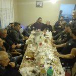 kozan.gr: Στο ίδιο τραπέζι όλοι, πλην Λ. Ιωαννίδη, οι υποψήφιοι & ενδιαφερόμενοι για το δημαρχιακό θώκο του δήμου Κοζάνης – Ποιοι άλλοι ήταν στη συνάθροιση για τα τσίπουρα που έβγαλε ο πρώην βουλευτής Κοζάνης Χ. Κάτανας (Βίντεο & 40 Φωτογραφίες)