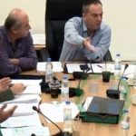 kozan.gr: Μεγάλη ένταση και έντονη αντιπαράθεση μεταξύ Κάτανα – Σαββόπουλου στην Οικονομική Επιτροπή Περιφέρειας Δ. Μακεδονίας για το πολυμηχάνημα για τη λίμνη της Καστοριάς (Βίντεο)