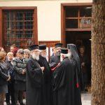 Αρκετοί πιστοί, χθες Τετάρτη, στην υποδοχή της Τίμιας Κάρας του Όσιου Δαυίδ, στον Ι.Ν. Κοιμήσεως της Θεοτόκου στο Βελβεντό (Φωτογραφίες)
