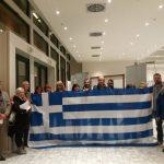 "kozan.gr: Με ελληνικές σημαίες, ειρηνικά, στο κτήριο της βιβλιοθήκης Κοζάνης,  η διαδικτυακή ομάδα ""Πτολεμαίοι Μακεδόνες"" στην εκδήλωση για τη «Συμφωνία των Πρεσπών», με τους Μαραντζίδη, Αρμακόλα και Τζίμα (Φωτογραφία & Bίντεο)"